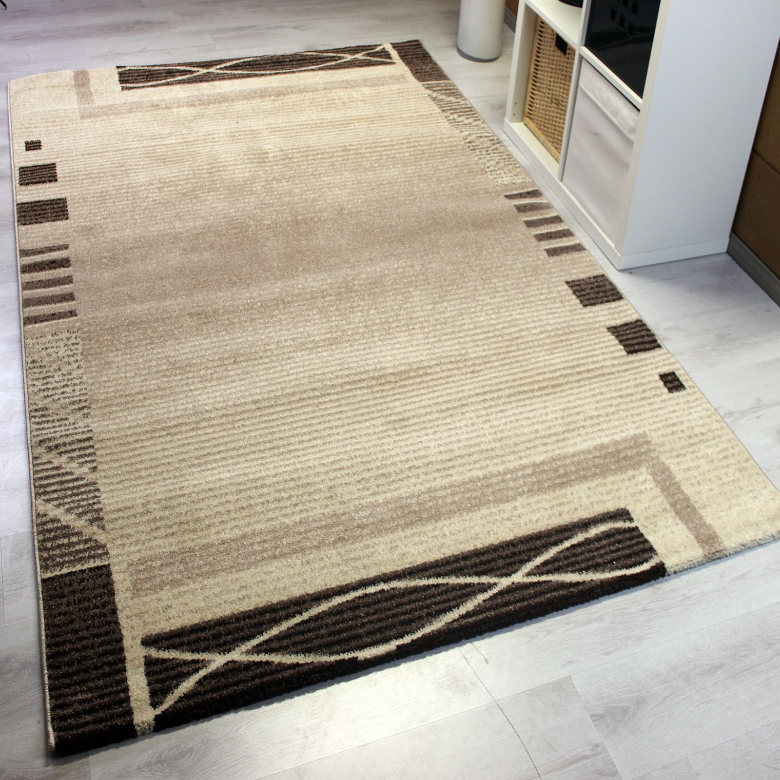 frisee kurzflor teppich mit umrandung modern in beige. Black Bedroom Furniture Sets. Home Design Ideas